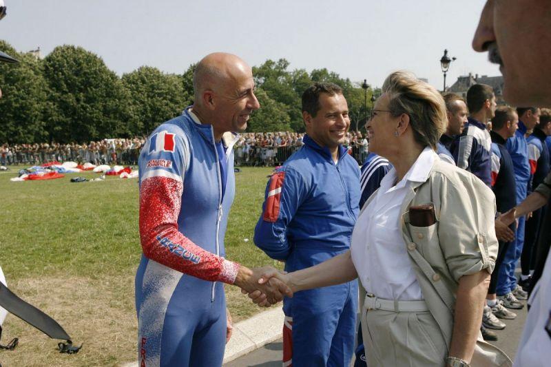 Saut-Paris-Invalides-avec-la-ministre-de-la-defense-2006